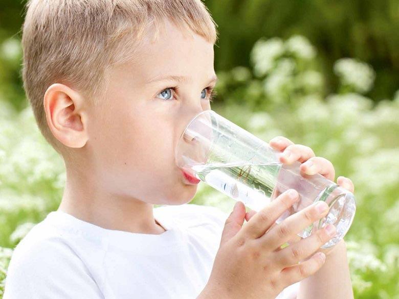 دستگاه تصفیه آب بخریم یا نخریم کار دستگاه تصفیه آب آیا به اندازه کافی آب می نوشید